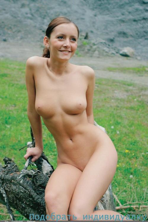 Яринка, 25 лет: мастурбация члена руками