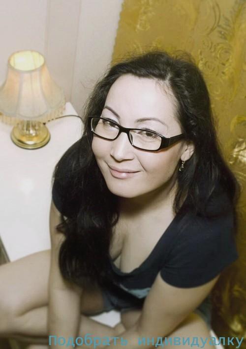 Джиллиан, 20 лет: мастурбация члена руками